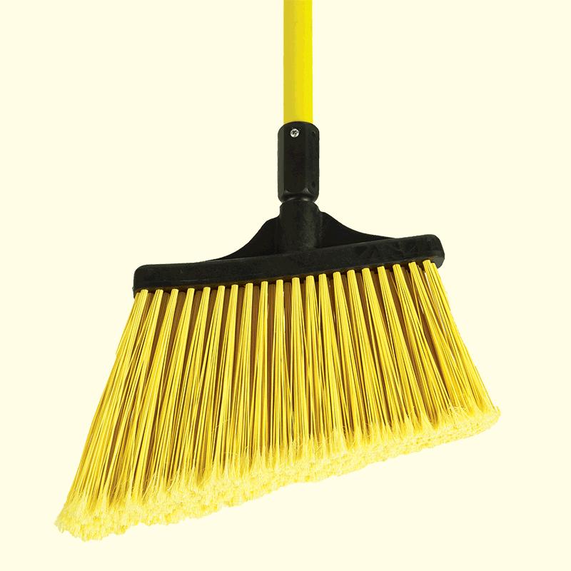 91355_MaxiSweep_Fiberglass_Angled_Broom